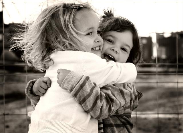 abrazo_amigas