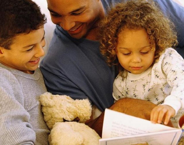 dad_reading_to_kids
